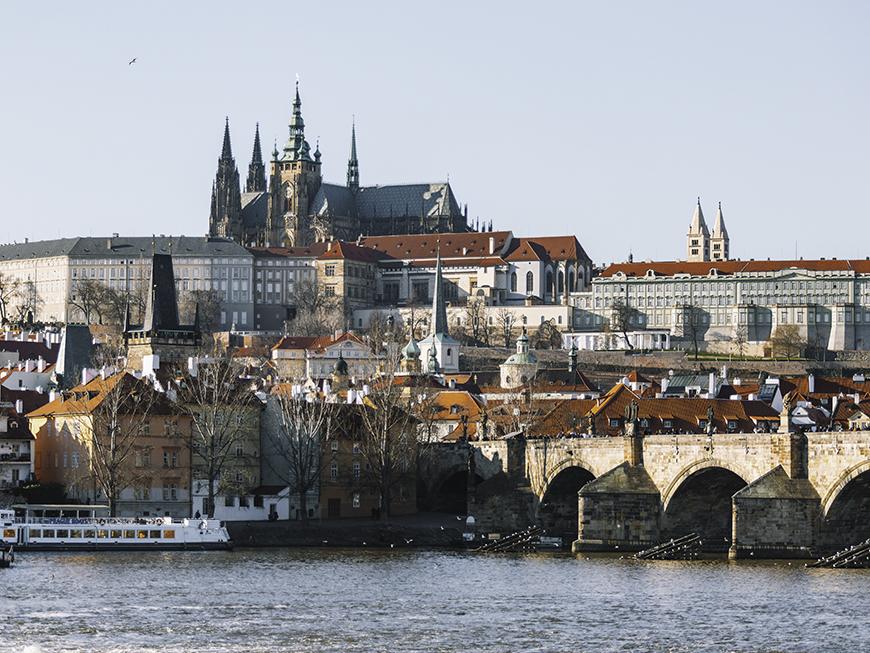 Pont Charles de Prague avec vue sur le Château