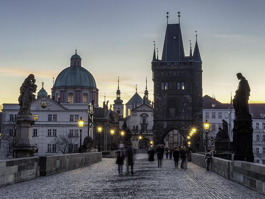 Lever de soleil au Pont Charles à Prague
