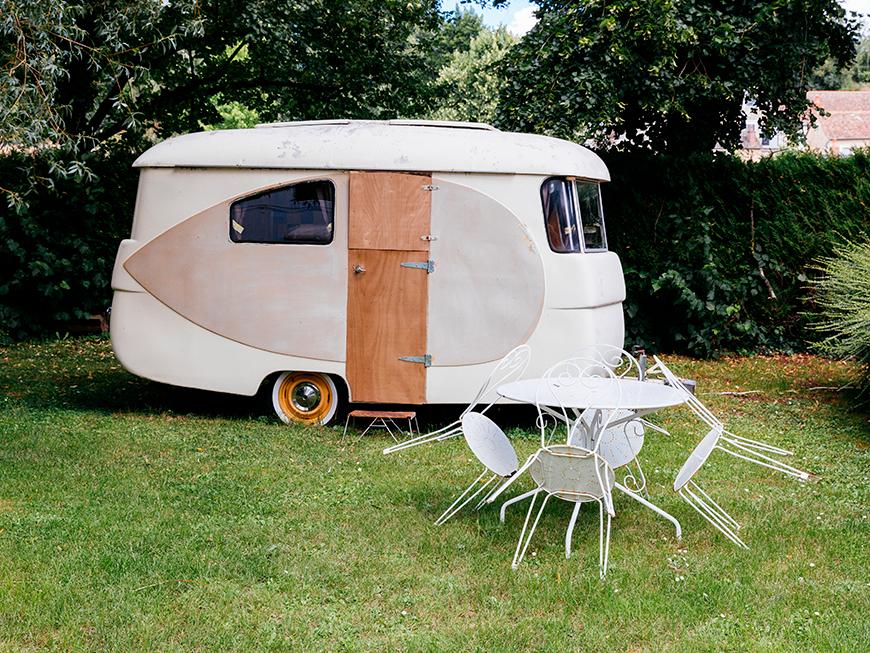 """Caravane dans le camping """"L'oeil dans le Rétro"""" à Avoise - Vallée de la Sarthe"""